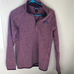 Maroon colored Patagonia fleece pullover!